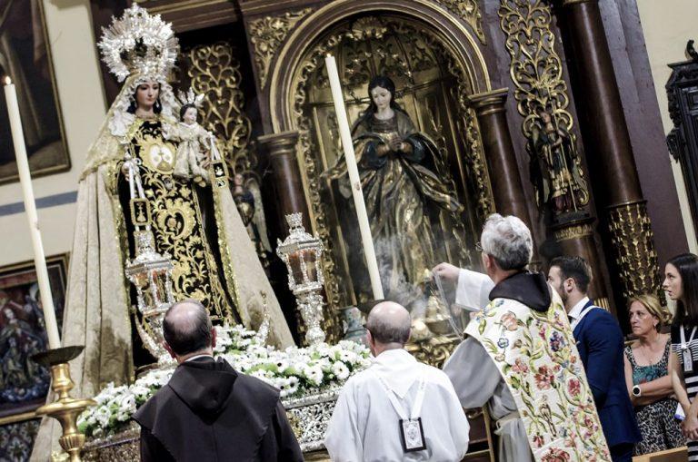 Procesión Claustral Nuestra Señora del Carmen